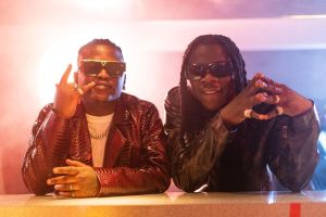 Read more about the article Stonebwoy And Focalistic Connect On New Amapiano Sound 'Ariba'