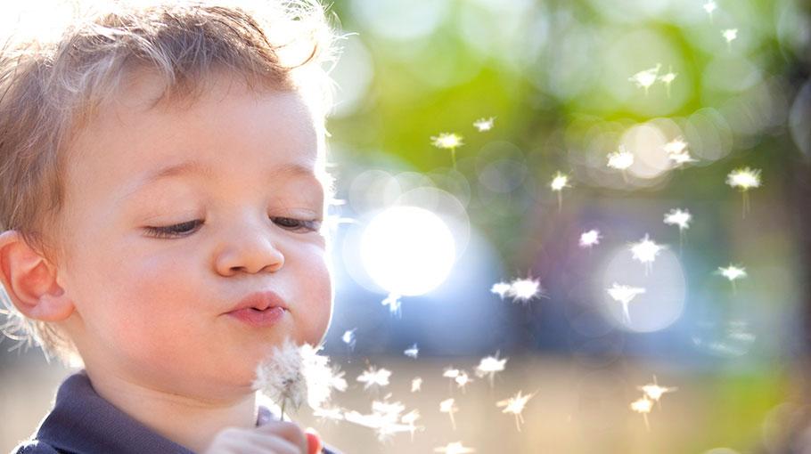Trudna sztuka mówienia – jak pomóc dziecku rozwinąć tę umiejętność?