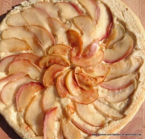 Apfel-Hefekuchen http://www.kochen-und-backen-im-wohnmobil.de