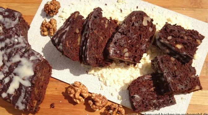 Schoko-Bananen-Kuchen mit Walnüssen aus dem Camping-Backofen