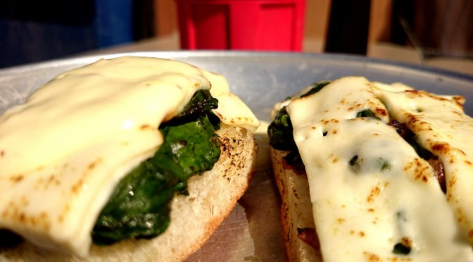 Spinatbaguette überbacken Fetakäse und Knoblauchcreme