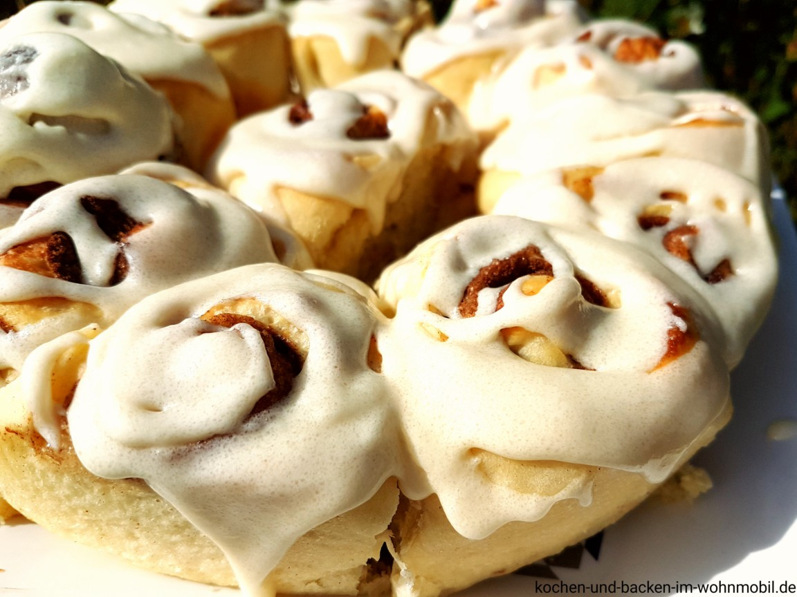 soft cinnamon rolls mit thangzong aus dem omnia backofen im wohnmobil kochen und backen im. Black Bedroom Furniture Sets. Home Design Ideas