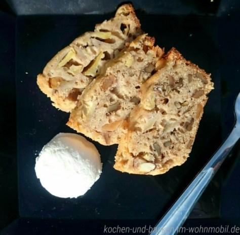 Ein kuchen aus dem omnia backofen waln sse und pfel im for Kuchen backofen