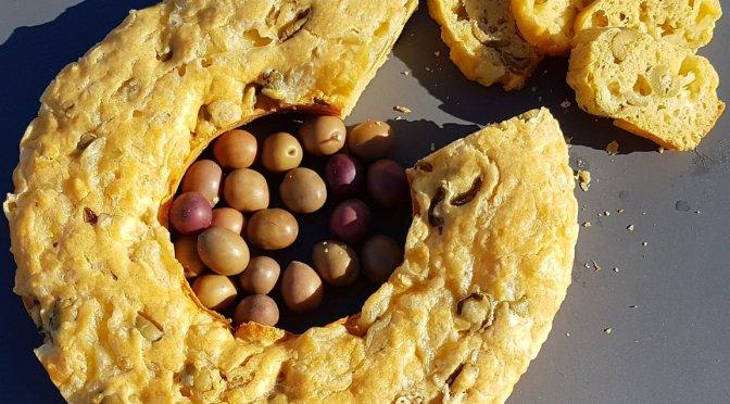 Cake Salè: Herzhafter Kuchen mit Oliven und Käse