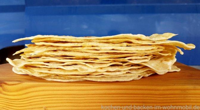 mexikanische tortilla fladen aus weizenmehl statt maismehl kochen und backen im. Black Bedroom Furniture Sets. Home Design Ideas