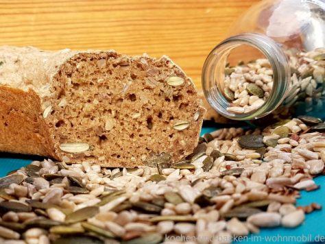 gesundes Körnerbrot 5 Minuten Brot aus dem Omnia Camping Backofen