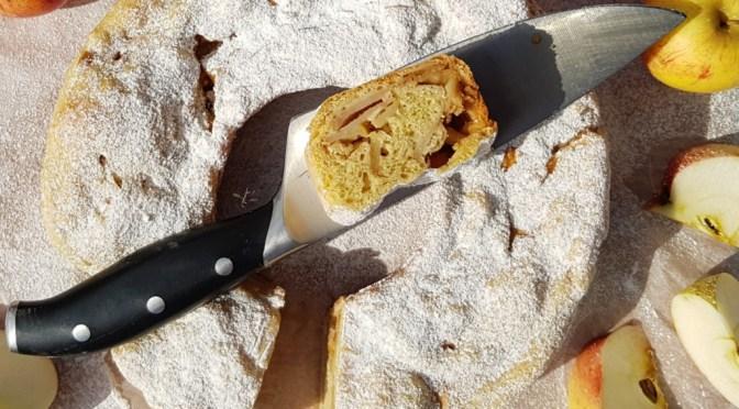 Apfelstrudel aus dem Omnia Camping Backofen