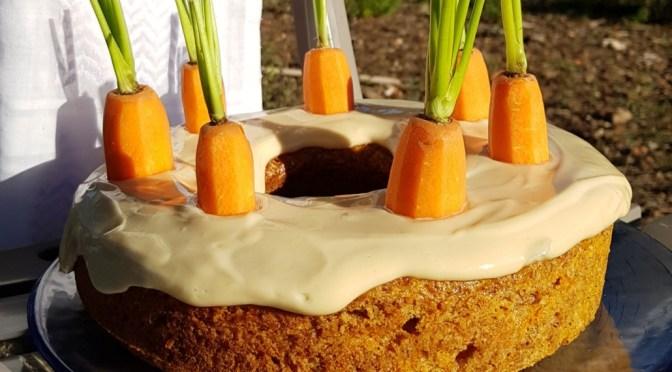 Karottenkuchen aus dem Omnia Camping Backofen