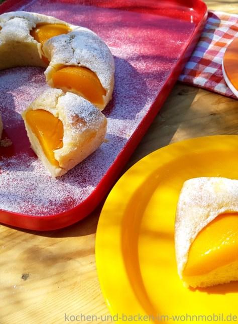 Omnia Rezept: Becherkuchen als Schüttelkuchen mit Pfirsichen