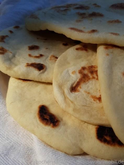 Naan Brot aus der Pfanne