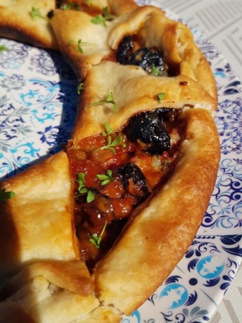 Schnelles Rezept für den OMNIA: Blätterteigpizza oder Pizzasonne