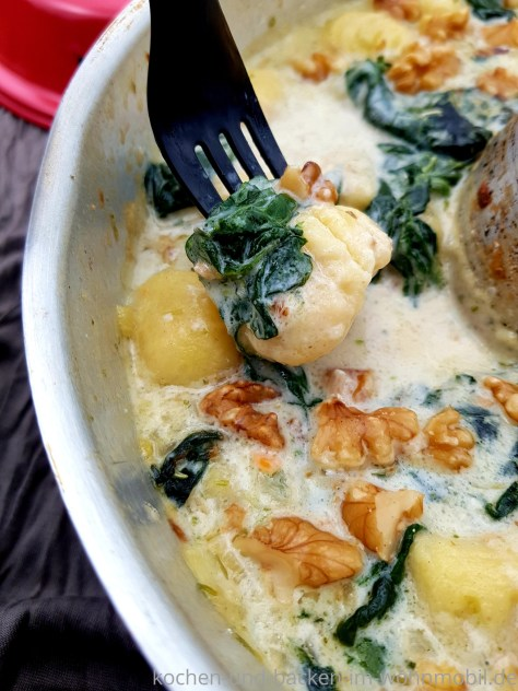 OMNIA Rezept: One Pot Gnocchi in Gorgonzolasoße mit Spinat und Walnüssen