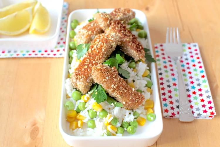 Gemüsereis mit Lachs in Sesampanier