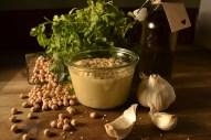 Hausgemachtes Hummus aus frischen Zutaten und Tahin