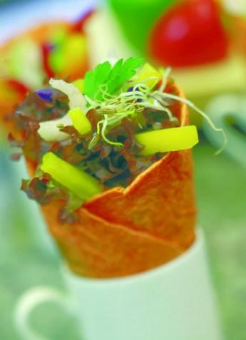 Paprika-Crepe mit Fenchelsprossen