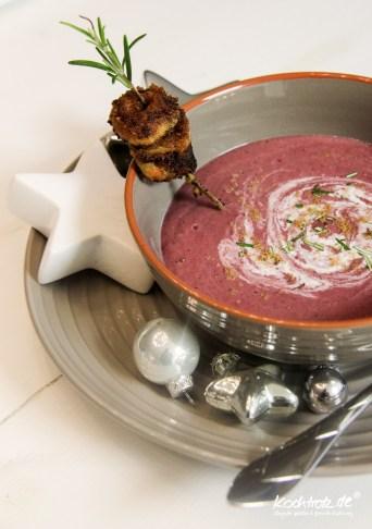 weihnachtsmenue2014-vegan-vegetarisch-glutenfrei-vorspeise-rotkohlsuppe-mit-cranberries-polenta-spekulatius-spiesschen-1-4
