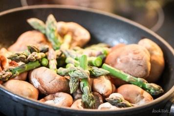 spargel-baerlauch-suppe-glutenfrei-vegetarisch-oder-vegan-alternativ-basilikum-2