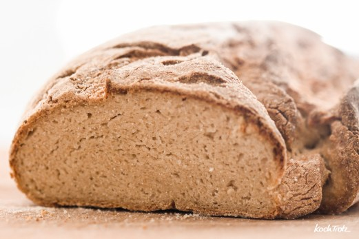 glutenfreies-Landbrot-mit-Hefeteig-youtube-1-9