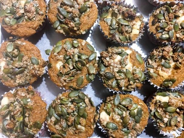 kuerbismuffins-suess-frisckasefuellung-kuerbiskern-topping-auch-glutenfrei-15