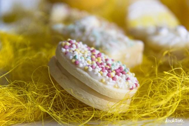 Glutenfreie Osterkekse   Zitronige Doppelkekse mit weißer Schokoladen-Frischkäsefüllung   optional fructosearm - KochTrotz