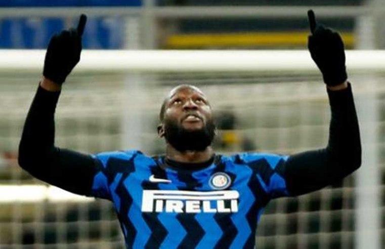 Romelu Lukaku's double propels Inter Milan to top of Serie A