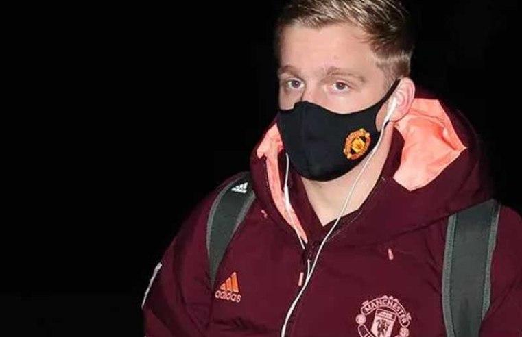 Man Utd could demand 2 players in Barcelona transfer swap for Donny van de Beek