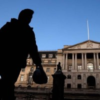Bank of England set to stay split on QE after inflation jump
