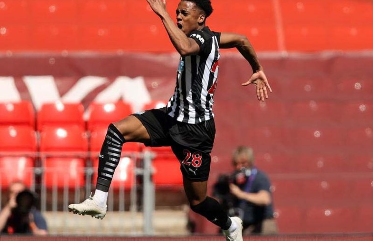 Liverpool pegged back by late Joe Willock strike as Newcastle snatch point