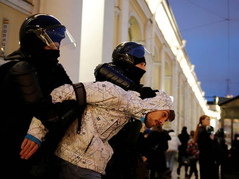 Russia arrests over 1,400 at rallies for hunger-striking Navalny