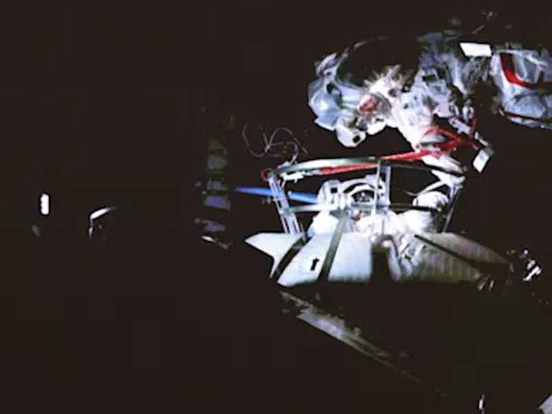 Astronauts complete China's first-ever tandem spacewalk