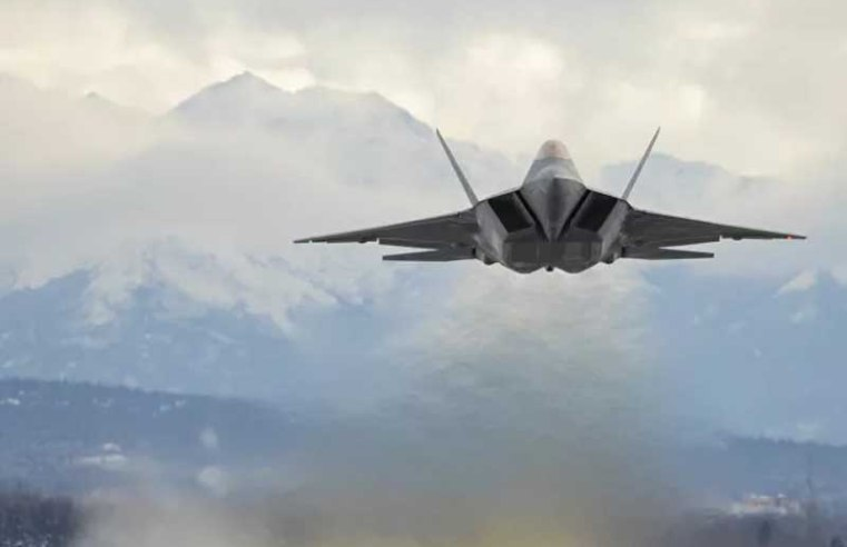US Sending Over Two Dozen F-22 Fighter Jets to the Pacific as a Message to China
