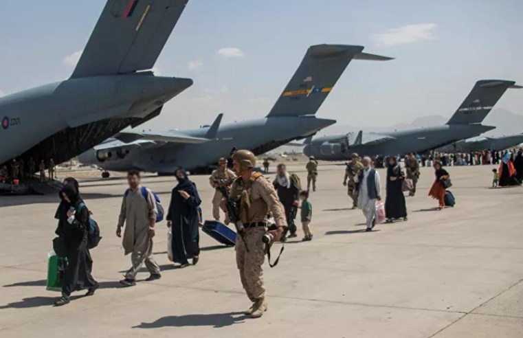 As US military leaves Kabul, many Americans, Afghans remain