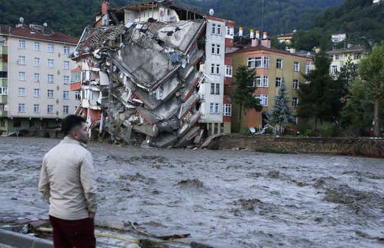 Death toll rises as severe flooding hits northern Turkey