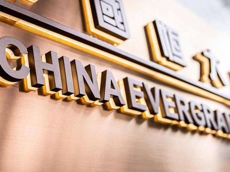 Evergrande: Share trading stops ahead of major announcement
