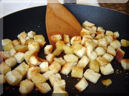 prepržene kockice kruha