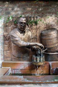 Der Lommi-Brunnen zeigt Hans Lommerzheim bei der Arbeit, Bild: Willy Horsch