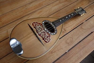 """Der Kölner nennt diese Instrument """"Flitsch"""": Eine Mandoline, Bild: Michael Reichenbach / pixelio.de"""