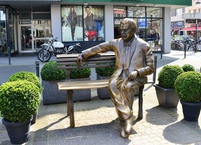 Das Millowitsch-Denkmal. Einfach mal neben Willi Platz nehmen, Bild: Ruth Rudolph / pixelio.de