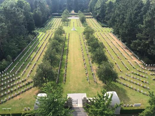Streng symmetrisch: Der Cologne War Cemetery, Bild: Uli Kievernagel