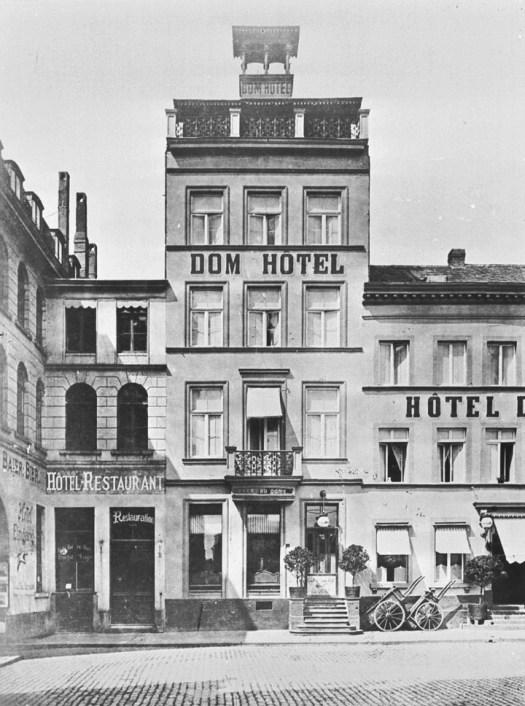 Das erste Dom-Hotel, noch am Domhof (heute Roncalliplatz), Bild: Rheinisches Bildarchiv Köln