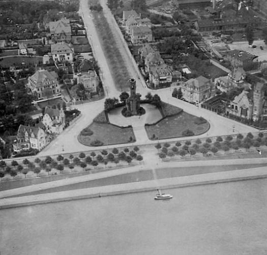 Luftaufnahme des Kölner Bismarckturms aus einem Zeppelin im Jahr 1914, Bild: Bismarcktuerme.de