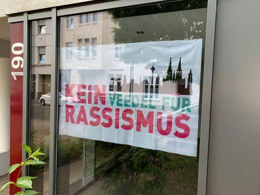 Überall in den Straßen Kölns zu finden: Bürger beziehen Stellung gegen Rassismus, Bild: Uli Kievernagel