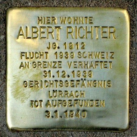 Stolperstein vor dem Elternhaus Albert Richters, Bild: Nicola