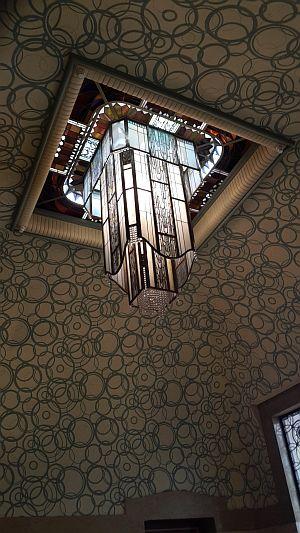 Carnegie-Bibliothek Reims, Eingangsbereich Leuchter Foto: Heike Baller