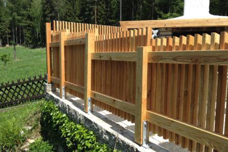 Zaun Balkongelnder Sichtschutz Einfriedung Umrandung  aus Holz vom Zimmermeister aus Graz