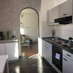 FeWo Wiesengrund Küche mit Wohnzimmerübergang