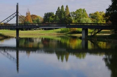 御所沼にかかる橋