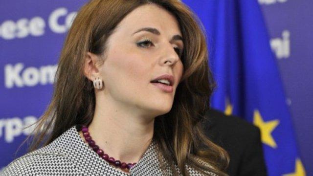 Ambasadorja e Kosovës në faqen e parë të revistës amerikane (Foto)