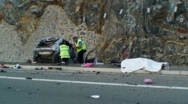 Qafë-Thanë, makina del nga rruga, humb jetën shoferi