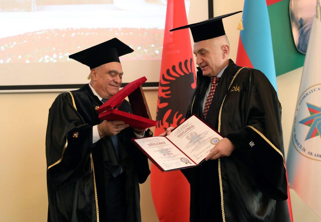 Presidenti Meta nderohet me Titullin  Doctor Honoris Causa  nga Akademia e Administratës Publike të Azerbajxhanit